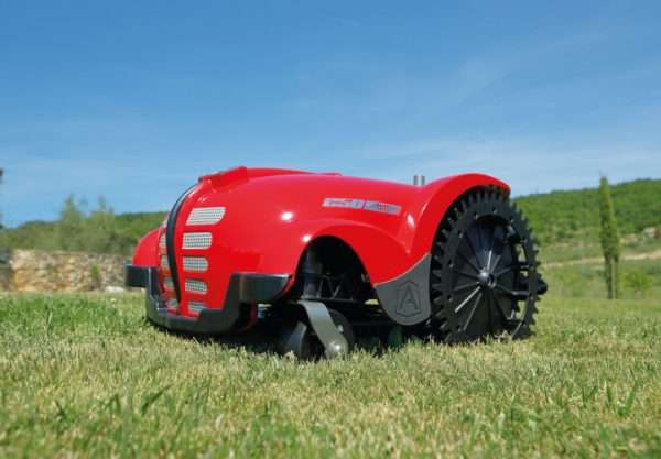 Ambrogio L250i on grass